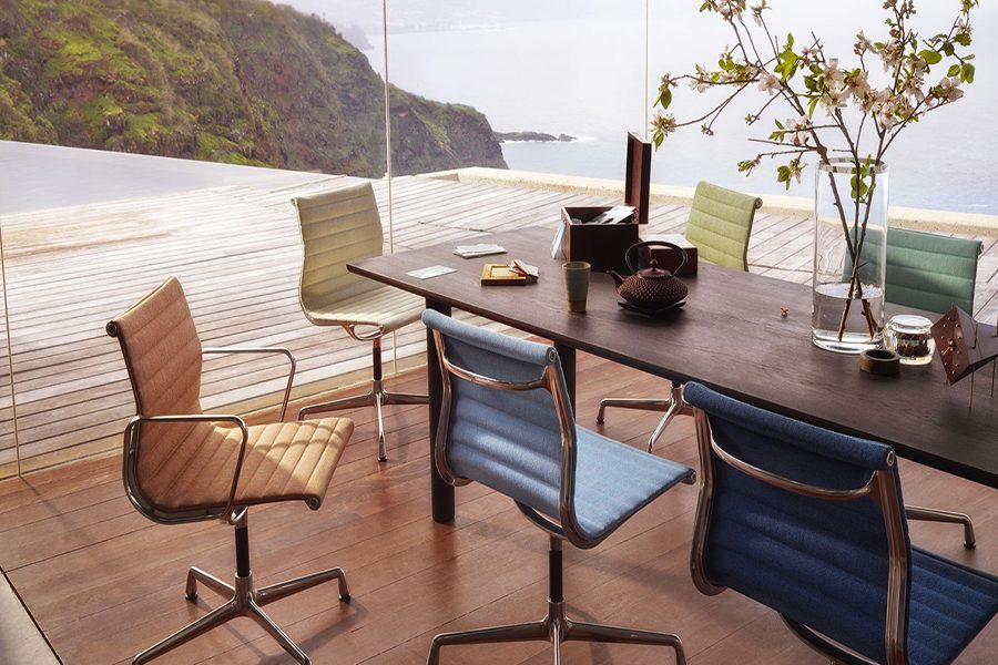 Aluminium Chair: 60 años de un diseño emblemático
